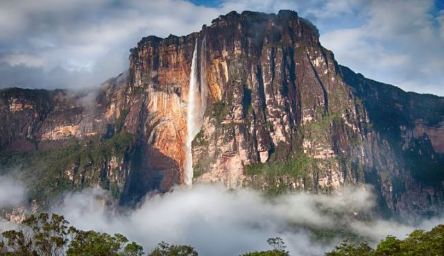 Angel-Falls-is-the-worlds-tallest-waterfall-from-a-single-point