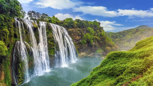 Huangguoshu-the-Tallest-Waterfall-in-East-Asia