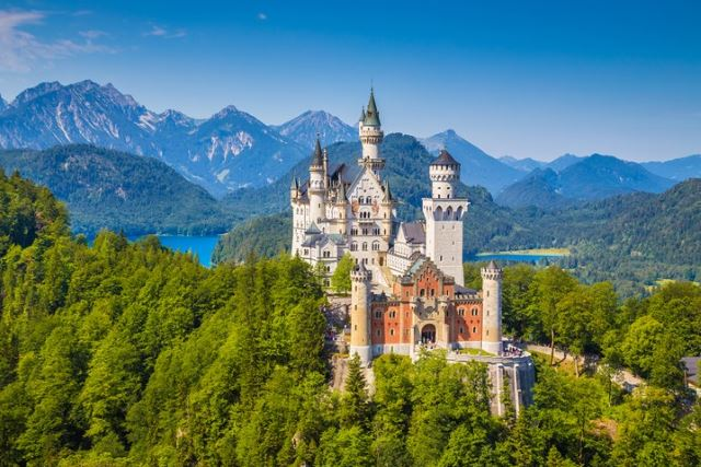interesting-fact-about-germany-Walt-Disney-modeled-the-castle-in-the-film-Sleeping-Beauty-on-Germanys-famous-Neuschwanstein-Castle