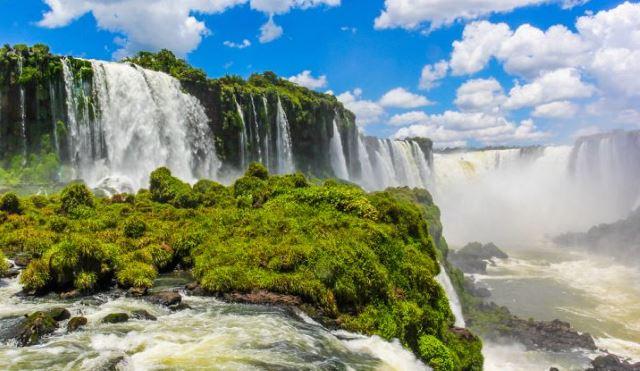 Iguazu-Falls-an-Unbelievably-Beautiful-Watefall