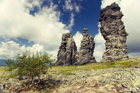 Chetvertoe-prirodnoe-chudo-Rossii-Stolby-vyvetrivanija