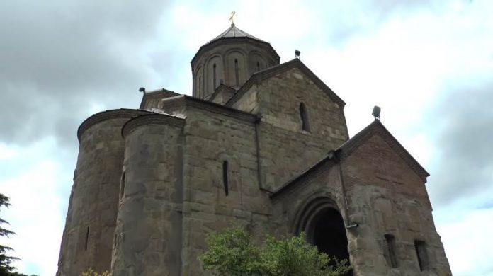 Hram-Metehi-rovesnik-goroda-po-nemu-uznajut-Tbilisi