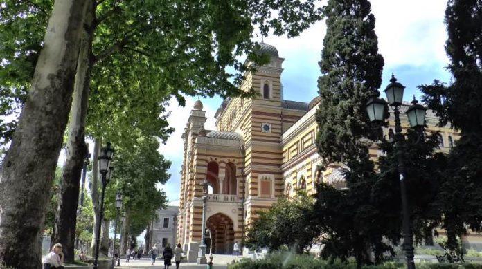 V-jetom-dvorce-mavritanskogo-sultana-razmestilsja-Tbilisskij-teatr-opery-i-baleta