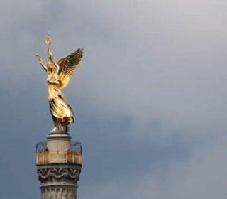 Один из главных символов Берлина — колонна Победы. Возглавляет её 8-ми метровая статуя Богини Виктория
