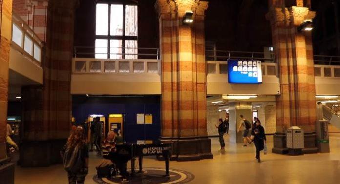 Centralnyj-zh-d-vokzal-Amsterdama
