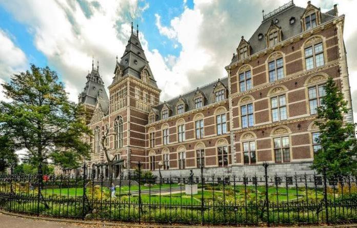 Muzei-Amsterdama-Gosudarstvennyj-muzej-Rijksmuseum-v-Amsterdame-muzej-Van-Goga