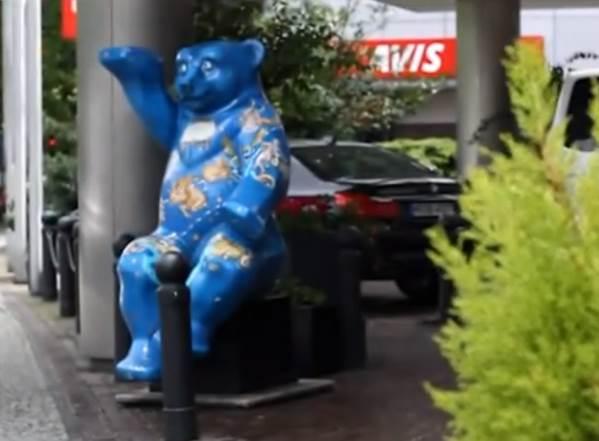 buddy-bear-druzhishhe-medved-schitaetsja-oficialnym-simvolom-Berlina