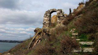 Соседний город Добрич получил свое название от Добротицы XIV века, правителя Калиакрской крепости