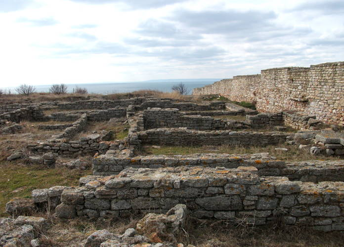 Jeti-kamennye-steny-vse-chto-ostalos-ot-kreposti-Kaliakra-Bolgarija