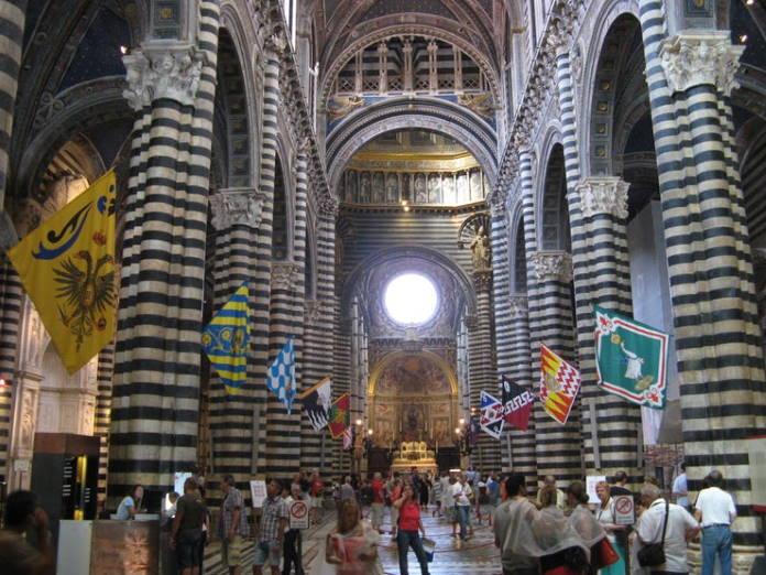 panorama-cattedrale-e-stemmi