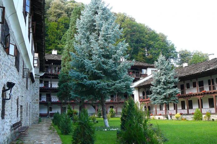 Trojanskij-monastyr-Bolgarija