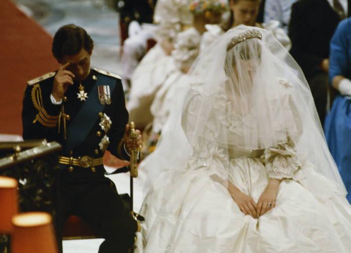 Princessa-Diana-ne-pokljalas-povinovatsja-Charlzu