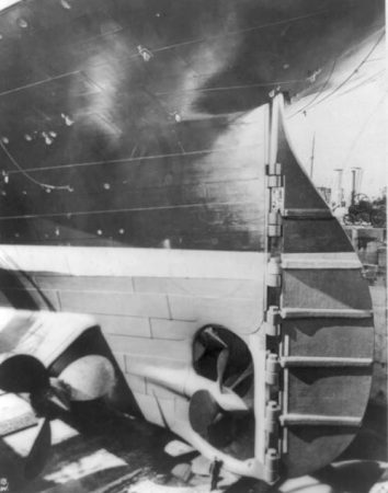 view_of_the_stern_and_rudder_of_the_titanic_in_drydock